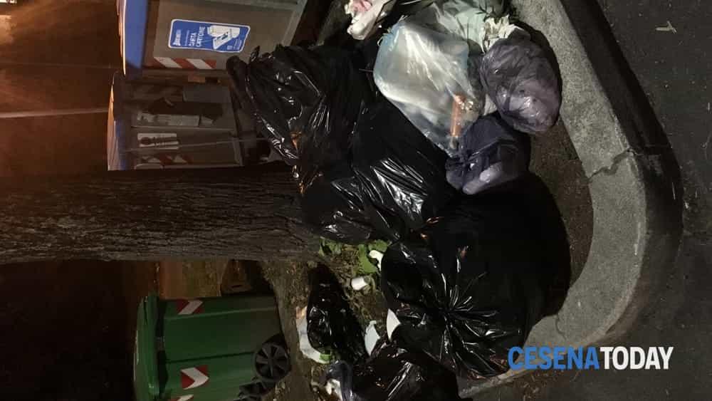 """Degrado urbano a Cesena in Corso Ubaldo Comandini, 65: """"A ..."""