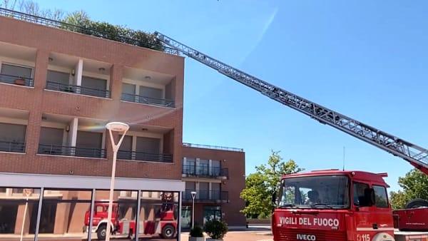 Incendio nell'edificio in cui ha sede la Cna, l'intervento dei pompieri scongiura i danni