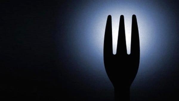 """Partono le cene al buio: 3 appuntamenti a tavola per """"accendere"""" gli altri sensi"""