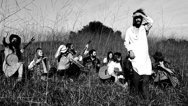 Acieloaperto, in arrivo il folk rock di Edward Sharpe and the Magnetic Zeroes
