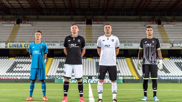 Calcio, presentate dal Cesena le nuove divise per la ...