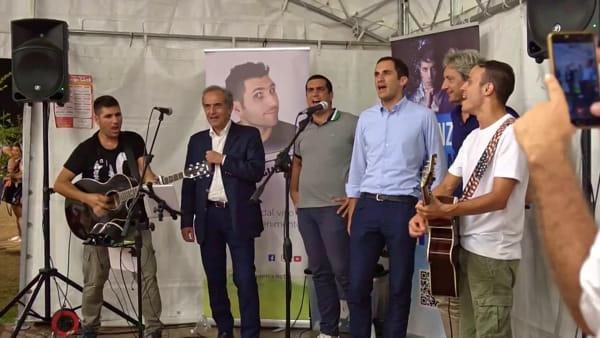 """Alla Festa dell'Unità ecco i sindaci 'cantanti': intonano """"Romagna Mia"""""""