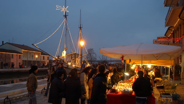 Giorni di festa ai Mercatini di Natale, tra oggetti e delizie da degustare