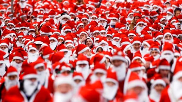 Il centro storico si colora di rosso con la Babbo Natale Run
