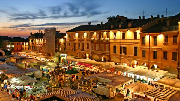 Continua la caccia ai regali e agli acquisti festivi con i mercati straordinari