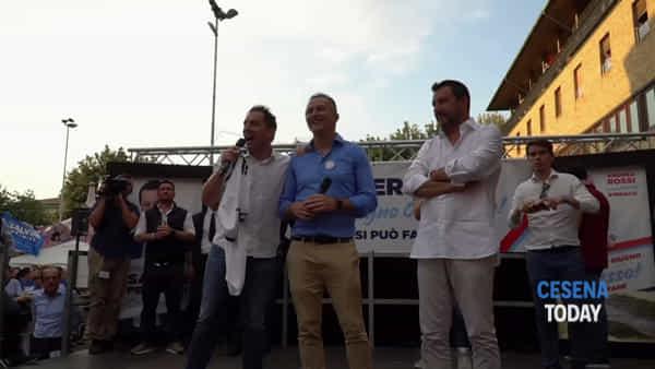 """Salvini sul palco di piazza Almerici: """"Mi dicono: votavo a sinistra, ora voto te perché smonti la Fornero"""""""