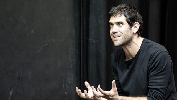 Matthias Martelli mette in scena lo straordinario teatro di Dario Fo