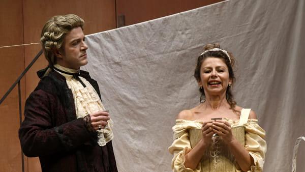 """Amanda Sandrelli in scena con """"La locandiera"""" di Goldoni"""