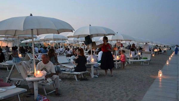 """Seduti sui lettini al chiaro di luna a gustare le ricette artusiane: al Marè di Cesenatico """"La Ligaza"""""""