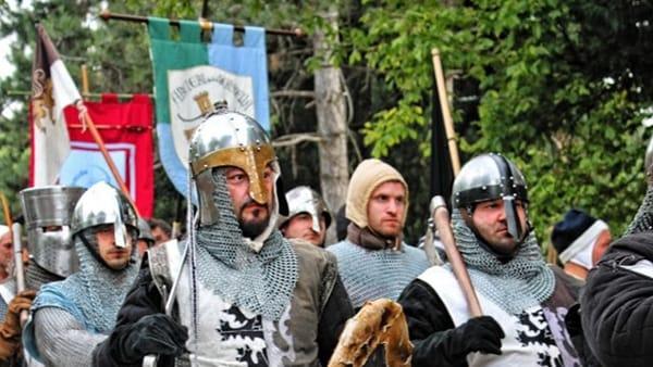 """Banchetti, tornei, spettacoli e vita medievale: torna la """"Torre di Giovedìa"""""""