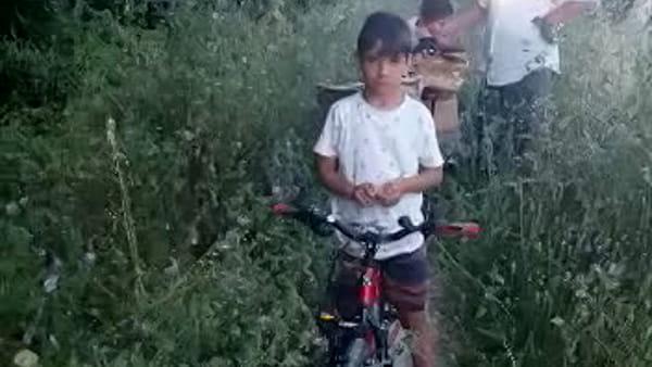 """La video-protesta di un cittadino: """"Ecco come è ridotta la pista lungo il fiume"""""""