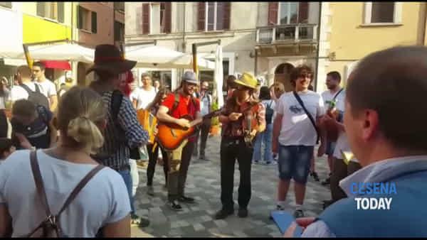 """I """"pasquaroli antifascisti"""" per la manifestazione dei contrari a Salvini in piazza Amendola"""