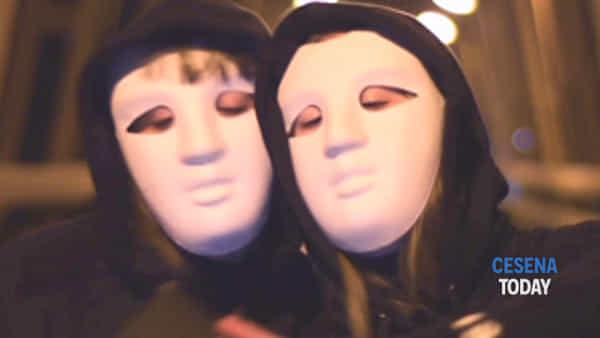 e' online social fake (videoclip) | il brano del rapper romagnolo peroz che parla dei social network e delle false identità-2