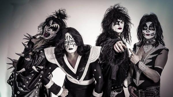 Rock scatenato con il tributo ai Kiss degli Still Alive