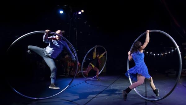 """Milo Scotton porta in scena """"On the road"""", uno show in bilico fra Kerouac e il circo"""