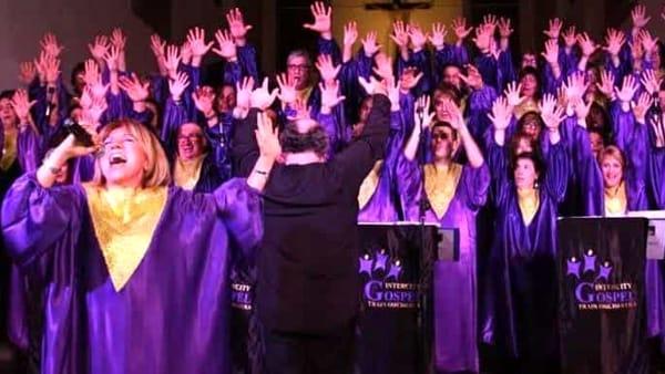 Atmosfera di Natale con il coro Intercity Gospel Train orchestra