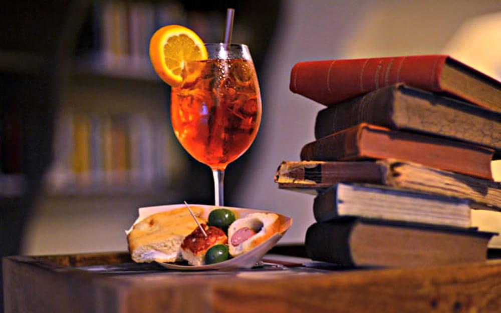 """Un libro per aperitivo"""" ospita gli scrittori Silvia Bertozzi e Massimo  Padua Eventi a Cesena"""