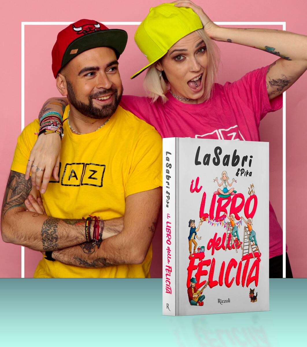 """La Sabri e Pika firmano le copie di """"Il libro della felicità"""" al Romagna Shopping Valley"""