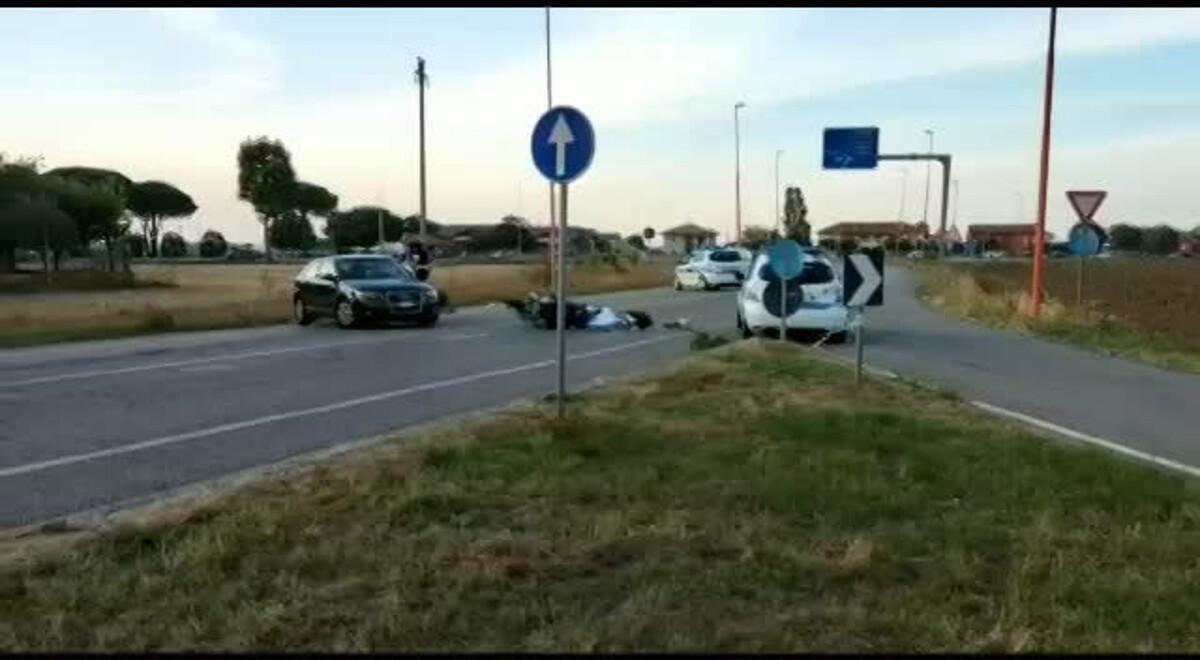Tragedia sulle strade, il violento scontro è fatale: muore il motociclista