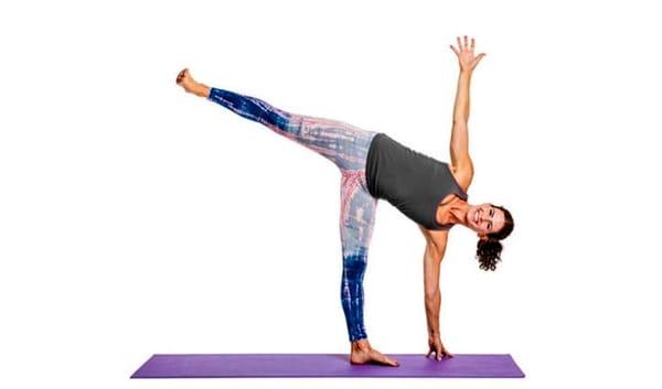 posizione-della-mezza-luna-yoga-2