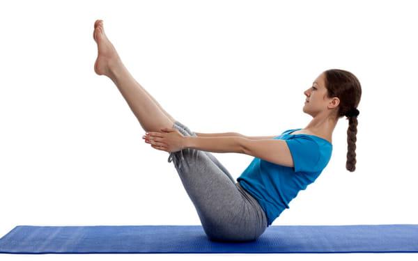 yoga-posizione-della-barca-2