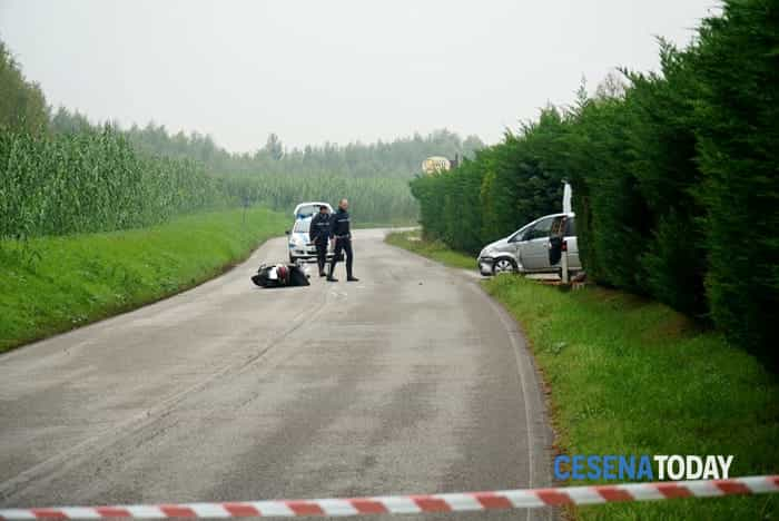 Incidente in via Montiano, grave uno scooterista (foto Dalmo)